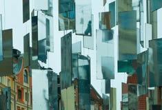 Espejos colgantes en la ciudad fotografía de archivo