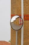 Espejos convexos en la intersección fotografía de archivo libre de regalías