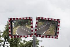 Espejos de la seguridad de tráfico foto de archivo