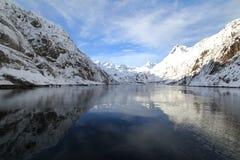 Espejos de Trollfjord imágenes de archivo libres de regalías