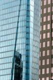 Espejos del rascacielos imagenes de archivo