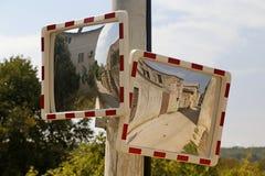 Espejos del tráfico de la calzada Imágenes de archivo libres de regalías