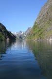 Espejos del verano de Trollfjord imagen de archivo libre de regalías
