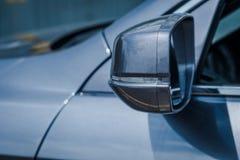 Espejos modernos del lado del coche con el indicador incorporado imagen de archivo libre de regalías