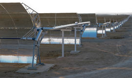 Espejos parabólicos solares imágenes de archivo libres de regalías