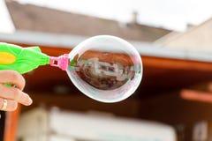 Espelhando a bolha de sabão Fotografia de Stock Royalty Free