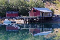 Espelhando o cais velho de Holandsfjord Fotografia de Stock Royalty Free