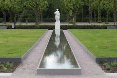 espelhar branco da estátua foto de stock
