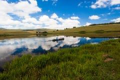 Espelhe crianças da canoa do lago fotografia de stock royalty free