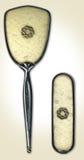 Espelho & escova antigos do quarto Fotos de Stock Royalty Free