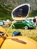 Espelho de mão velha em um dia ensolarado Foto de Stock