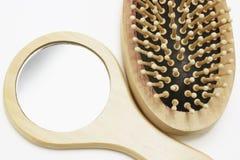 Espelho e Hairbrush Fotos de Stock