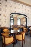 Espelho em um restaurante Fotografia de Stock Royalty Free