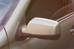 Espelho retrovisor lateral de um carro Fotografia de Stock