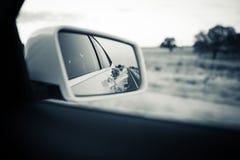 Espelho traseiro do carro Tom preto e branco do vintage Imagens de Stock Royalty Free