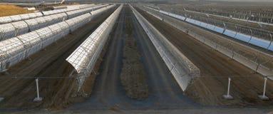 Espelhos parabólicos solares fotografia de stock royalty free