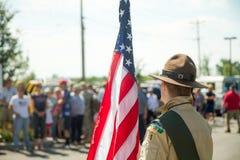 Espera a andar a bandeira a favor da polícia Imagem de Stock
