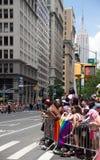 Espera das audiências para Pride Parade alegre fotografia de stock royalty free