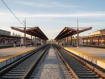 Espera de los pasajeros en el San Jose Diridon Station fotografía de archivo
