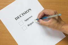 Espera del papel de la decisión para el control Foto de archivo