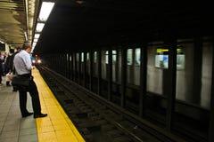 Esperando o trem. Imagem de Stock