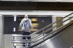 Esperando o trem Foto de Stock Royalty Free