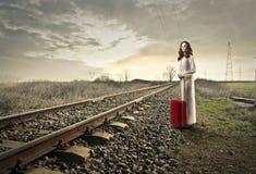 Esperando o trem Imagens de Stock Royalty Free