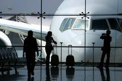 Esperando o vôo Imagem de Stock Royalty Free