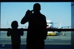 Esperando o voo Foto de Stock Royalty Free