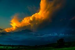 Esperando a tempestade na cidade Imagem de Stock