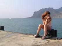 Esperando um barco Fotos de Stock Royalty Free