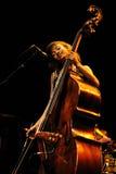 Esperanza Spalding (американские басист, виолончелист и певица джаза) выполняет на Auditori Стоковые Фото