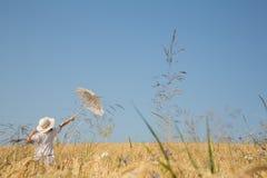 Esperanza, sueños y concepto futuro con el fondo del cielo azul y un l Imagen de archivo libre de regalías