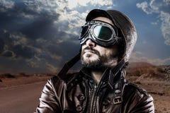Esperanzas, motorista con la chaqueta de cuero negra Fotografía de archivo libre de regalías