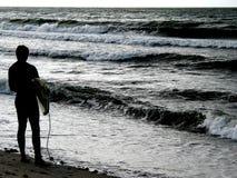 Esperar la onda perfecta Fotos de archivo