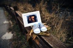Esperar a un bebé foto de archivo libre de regalías