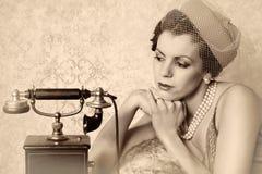 Esperar una llamada Imágenes de archivo libres de regalías