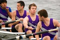 Esperas de las personas del Rowing de los hombres Fotografía de archivo