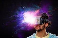 Esperienza di realt? virtuale Tecnologie del futuro Media misti fotografie stock libere da diritti