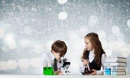 Esperimenti in laboratorio Fotografie Stock Libere da Diritti