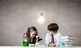 Esperimenti in laboratorio Immagine Stock
