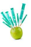 Esperimento con la mela e le siringhe Immagine Stock