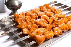 Esperti spiedi del pollo pronti a grigliare Fotografie Stock