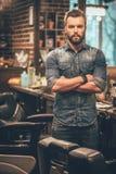 Esperto sicuro nel barbiere immagini stock libere da diritti