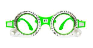 Espetáculos verdes usados para os testes da visão isolados foto de stock