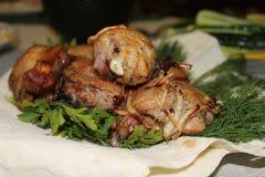 Espetos da galinha no pão do pão árabe Fotos de Stock