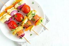 Espetos da salsicha e dos vegetais Fotografia de Stock