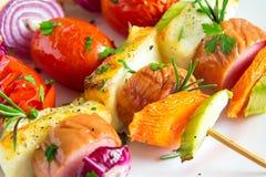 Espetos da salsicha e dos vegetais Imagens de Stock
