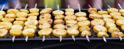 Espetos do vegetariano das batatas fotografia de stock royalty free