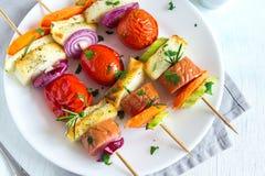 Espetos grelhados da salsicha e dos vegetais Fotografia de Stock Royalty Free